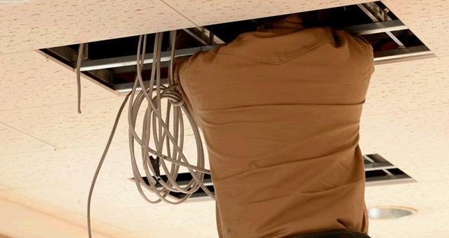 電気工事の一括見積 COWZYは全国の電気工事業者を紹介するサービスです。電気のトラブル、 電気の工事、電気設備のメンテナンスなど様々な見積依頼に対応致します。お見積は無料です。ぜひご活用下さい。
